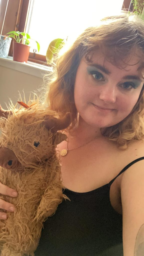 Sam did beautiful blue eye shadow for Scotland and brought out her highland cow!